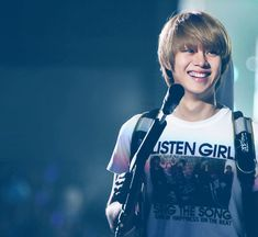 Most popular tags for this image include: super junior, heechul, smile, handsome and kpop