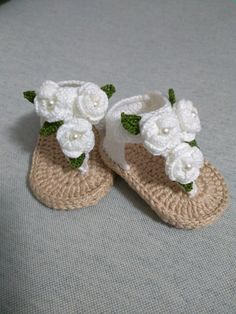 Baby Blanket Crochet Beginner Ideas For 2019 Baby Girl Sandals, Crochet Baby Sandals, Booties Crochet, Baby Girl Crochet, Crochet Baby Clothes, Crochet Slippers, Crochet For Kids, Baby Booties, Crochet Baby Blanket Beginner