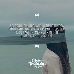 Aku tak ingin berharap bisa mengisi ruang yang telah penuh dihatimu.  Kiriman dari @ancilladiska  #berbagirasa  #yangterdalam  #quote  #poetry  #poet  #poem  #puisi  #sajak Rude Quotes, Poem Quotes, Heart Quotes, Quotes For Him, Qoutes, Poems, Cinta Quotes, Quotes Indonesia, Encouragement Quotes