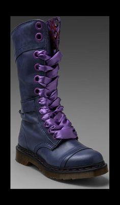 Triumph 14-Eye Boot