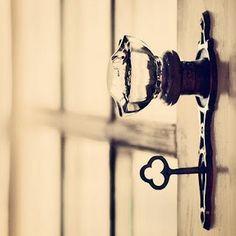 Poignée en verre et clef à l'ancienne