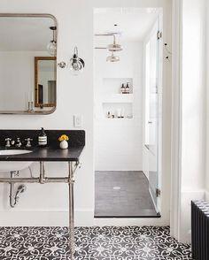 Black & white bathro