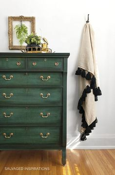Layering Chalk Paint - Salvaged Inspirations Green Painted Furniture, Refurbished Furniture, Farmhouse Furniture, Repurposed Furniture, Furniture Makeover, Dresser Makeovers, Chalk Paint Dresser, Chalk Paint Furniture, Cool Furniture