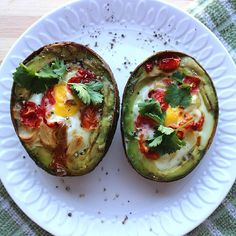 I decided to take a stab at the egg in avocado ordeal. Let's just say its not as easy as it looks but I did manage to simplify the steps and put it into a recipe! Steps are up on the site. Happy Sunday! #brunchtime