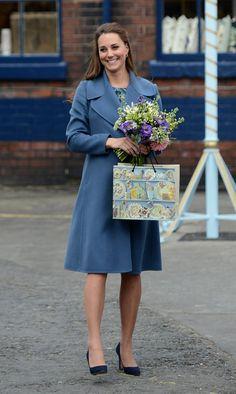 Pin for Later: Kate Middleton ist wirklich die Königin der Schwangerschaftsmode Mantel: Max Mara