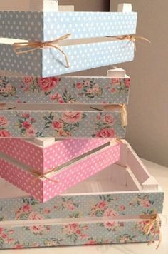 Ideas Vintage Crate Diy Shabby Chic For 2019 Crate Seats, Crate Bed, Crate Nightstand, Crate Table, Dog Crate, Wood Crates, Wood Boxes, Milk Crates, Diy Craft Projects