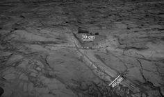 Leito de rocha de tom mais clar foi encontrado na cratera Gale, indicando que havia água em Marte no estado líquido por muito mais tempo do que se pensava.