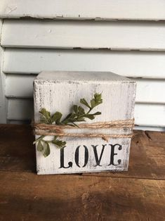 Scrap Wood Crafts, 2x4 Crafts, Wood Block Crafts, Scrap Wood Projects, Crafts To Sell, Diy And Crafts, Diy Wooden Crafts, Country Wood Crafts, Woodworking Projects