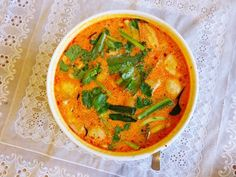 Vegetarian Thai Tom Yum Soup (Hot and Sour Soup) Recipe Thai Tom Yum Soup, Thai Soup, Thai Hot And Sour Soup, Veg Soup, Curry Soup, Soup Recipes, Vegetarian Recipes, Tom Yum Soup Vegetarian, Vegetarian Dinners
