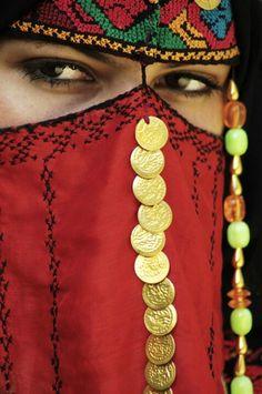 Arabian Eyes by Dana Wiggins. Arabian Eyes, Arabian Nights, We Are The World, People Around The World, Beautiful World, Beautiful People, Hidden Beauty, Tribal People, Exotic Beauties