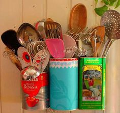 Old tins as kitchen utensil holders Kitchen Utensil Storage, Kitchen Utensils, Can Storage, Home Organization Hacks, Kitchen Organization, Organizing, Second Hand Stores, Cool Kitchens, Farmhouse Kitchens