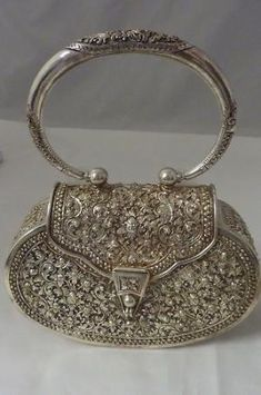 Vintage sterling silver handbag - handbags purses and bags, shoulder handbags, fashion handbags Vintage Purses, Vintage Bags, Vintage Handbags, Vintage Outfits, Vintage Jewelry, Bling Jewelry, Jewellery, Vintage Shoes, Beaded Purses
