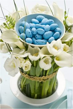 centro de mesa bol con huevos