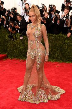 Pin for Later: Wer trug den heißesten Look bei der Met Gala? Beyoncé in Givenchy