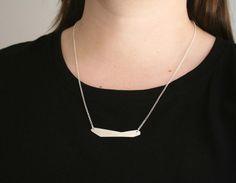 BAHA - Collar de plata de ley con placa geometrica.