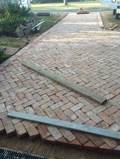 43 top unique brick patterns patio ideas for beautiful yard 7 Brick Driveway, Brick Paver Patio, Brick Pathway, Driveway Design, Brick Paving, Block Paving Driveway, Patio Design, Backyard Patio, Backyard Landscaping