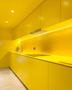 Yellow kitchen will be so much attractive for any home design whether big or small. So, here are some yellow kitchen ideas for designing your kitchen room. Yellow Kitchen Designs, Tuscan Kitchen Design, Interior Design Kitchen, Modern Interior Design, Interior Decorating, Kitchen Yellow, Decorating Tips, Layout Design, H Design