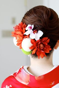 Kimono and wedding hair decoration. Yukata Kimono, Wedding Kimono, Japanese Wedding, Hair Arrange, Japanese Hairstyle, Kanzashi, Japanese Flowers, Hair Decorations, Floral Headpiece