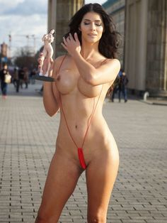 NUDE CELEBS - AMATEUR HOMEMADE - PHOTOS & VIDEOS : Micaela Schäfer Topless in Berlin - Photos