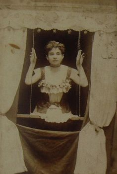 freak show. Living half lady on a swing Vintage Carnival, Vintage Circus, Freak Show Circus, Old Circus, Circus Clown, Mime, Sideshow Freaks, Human Oddities, Carnival Rides