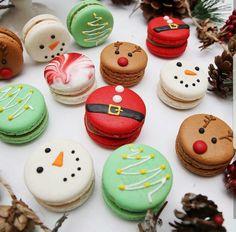 Christmas macaron by . amourducake Christmas macaron by . Cute Desserts, Holiday Desserts, Holiday Baking, Holiday Treats, Holiday Recipes, Holiday Cupcakes, Xmas Food, Christmas Cooking, Christmas Deserts