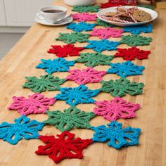 Snowflake Table Runner free pattern from Red Heart. Skill level: Easy.  This would be beautiful with white and blue metallic yarn.