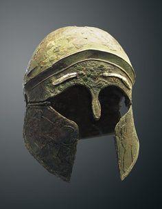 Elmo etrusco da Todi (V secolo a.C.) - Museo di Villa Giulia
