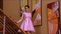Violetta y su vestido rosa Disney Channel: Fotos, imágenes y fondos de pantalla de la exitosa serie juvenil de Disney Channel llamada Violetta, las mejores fotos en alta definición de la serie furor entre los jóvenes, música, bailes, canto y mucho más de la mano de la alegre y talentosa Violl