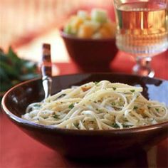 Linguine with garlic breadcrumbs. Easy pasta side dish.  Can be even easier with garlic croutons?