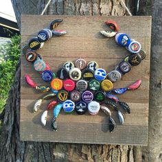 Bottle cap crab, this is a really cute idea. I think Id paint the bottle caps though - Crafting Timeout #winebottlecrafts