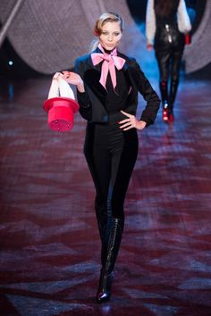 Olympia Le Tan Ready To Wear Fall/Winter Paris Fashion Week. Fashion Catwalk, Elle Fashion, Paris Fashion, Olympia Le Tan, Ny Fashion Week, Fall Winter 2014, Autumn Winter Fashion, Work Chic, Got The Look