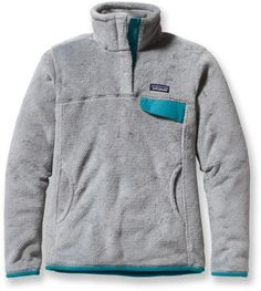 A classic Patagonia Fleece with a kangaroo handwarmer pocket and infinite coziness. Other colors on REI.com too! WANT