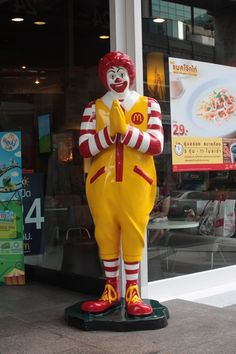 *sigh* I miss my other home. Even the cheesy wai-ing Ronald McDonald statues. Bangkok Thailand, Thailand Travel, Places Ive Been, Places To Go, Life Is A Journey, Travel Memories, Ronald Mcdonald, Cool Pictures, Good Old