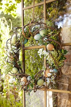 No matter how creative you get when you color your Easter eggs, it's hard to outdo the natural look. Made from an arrangement of faux speckled eggs, ivy and a combination of white floral blooms, Pier 1's natural grapevine Blue Speckled Eggs Wreath welcomes Easter with a breath of fresh spring air.