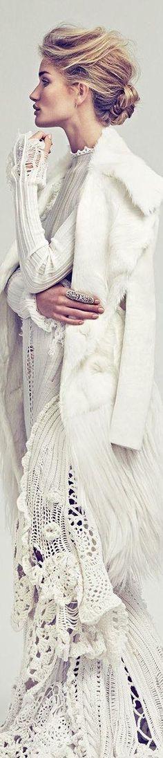 Egy igazán hűvös divatanyag a mexikói Vogue-ból. A jégkirálynő szerepében Rosie-Huntington Whiteley.