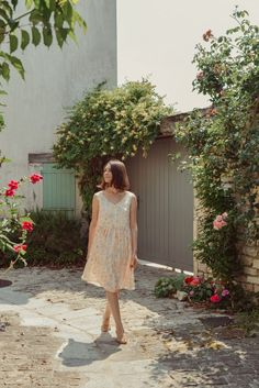 Une nouvelle version du patron de couture de la robe Lola chez Apolline Patterns, dans une viscose Grâce chez Lise Tailor #apollinepatterns