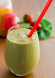 Mango and Spinach Smoothie. This mango strawberry and spinach smoothie is so healthy and the addition of hemp hearts will help with weight loss. Healthy Juices, Healthy Smoothies, Healthy Drinks, Healthy Recipes, Green Smoothies, Healthy Foods, Yummy Recipes, Diet Recipes, Vegetarian Recipes
