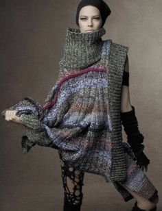 Shape Shift: Karlie Kloss, Lexi Boling, Sasha Pivovarova, Aymeline Valade And Coco Rocha By Steven Meisel For Vogue Italia October 2014 Knitwear Fashion, Knit Fashion, Foto Fashion, Steven Meisel, Cool Sweaters, Knitting Designs, Sweater Weather, Knit Patterns, Editorial Fashion