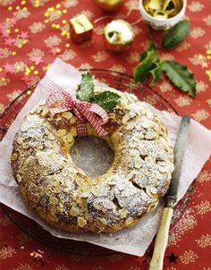 Julekrans med marcipanfyld Særligt her ved juletid kommer det gode klassiske bagværk rigtig til sin ret, og denne lækre julekrans vil med garanti få dit hjem til at dufte herligt af jul.