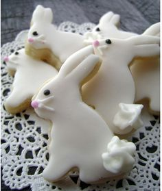 Baby Easter Bunny Sugar Cookies - Mini Bites - Woodland Cookies - Pin to Pin Iced Cookies, Cute Cookies, Easter Cookies, Easter Treats, Sugar Cookies, Easter Food, Easter Cake, Birthday Cookies, Frosted Cookies