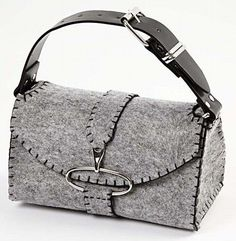 Something like a million photos illustrate how to make this awesome bag from thick felt of other non-ravel material (felted wool?). No English or pattern, you have to wing it.