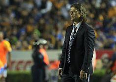 MATÍAS ALMEYDA ANALIZARÁ SUS ERRORES El técnico de Chivas sabe que en la derrota tiene un gran porcentaje de responsabilidad. ''El objetivo es llegar a la Liguilla, va a costar, pero ahí estamos en camino'', dice el entrenador.