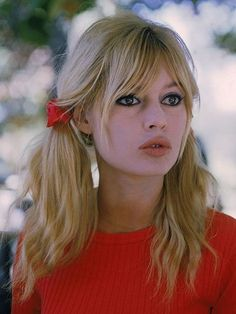 Brigitte Bardot's 11 Most Iconic Hairstyles - Lange Haare Pigtail Hairstyles, Hairstyles With Bangs, Pretty Hairstyles, Hairstyle Men, Formal Hairstyles, Hairstyle Ideas, Hair Ideas, Wedding Hairstyles, Teenage Hairstyles
