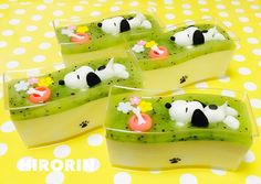 Snoopy swimming in kiwi sauce atop puddings🐶 Kawaii Bento, Cute Bento, Japanese Food Art, Japanese Sweets, Cute Desserts, Asian Desserts, Desserts Japonais, 3d Jelly Cake, Japanese Wagashi