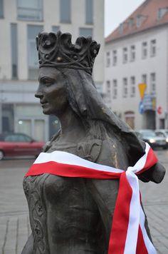 Kroniki Inowrocławskie: Królowa Jadwiga i generał Władysław Sikorski zapra... Statues, Buddha, Art, Art Background, Kunst, Performing Arts