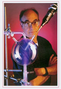 Stanley Miller, the chemist whose landmark experiment published in 1953 showed how some of the molecules of life could have formed on a youn. Gcse Chemistry, Organic Molecules, Theoretical Physics, Associate Professor, Biochemistry, California, Physical Activities, Baccalaureate, Studios
