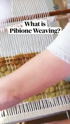 Weaving Loom Diy, Weaving Art, Weaving Patterns, Hand Weaving, Weaving Projects, Macrame Projects, Tapestry Loom, Weaving Wall Hanging, Diy Arts And Crafts