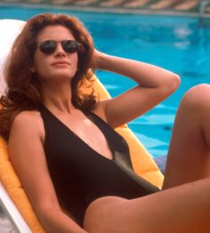 Julia Roberts as Vivian Ward photographed by Garry Marshall on the set of 'Pretty Woman', March 1990 Catherine Zeta Jones, Gq, Julia Roberts Movies, Lingerie Glamour, Garry Marshall, Erin Brockovich, Fashion Me Now, Interview, Star Wars