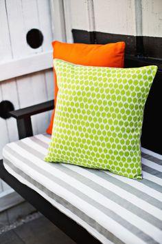 Three ways to make outdoor pillows (click through for tutorial). Envelope pillow