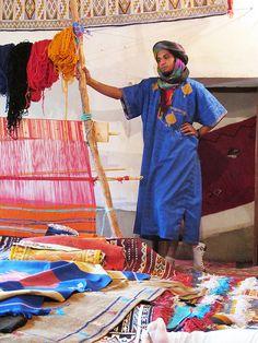 Berber carpet man vendor  - Maroc Désert Expérience http://www.marocdesertexperience.com